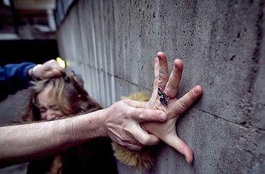 В Днепропетровской области жестоко изнасиловали юную девушку