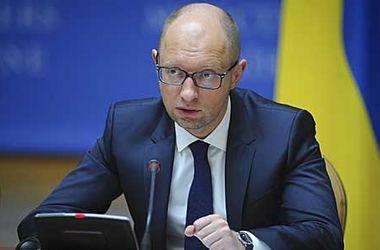 Яценюк поручил рассмотреть вопрос об увеличении зарплат военным на Донбассе