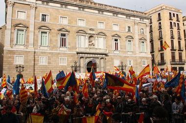 В Барселоне тысячи людей вышли на митинг против независимости Каталонии