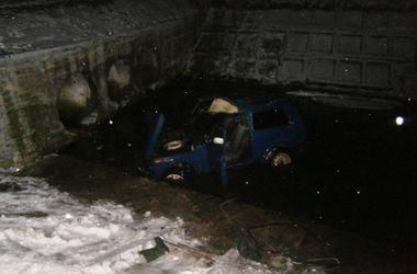 Автомобиль слетел с дамбы в реку в Черниговской области: погибли три человека