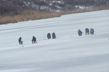 В Днестре ищут тело рыбака, провалившегося под лед