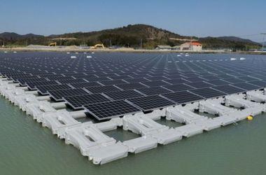 В Японии построили одну из самых больших в мире плавучих электростанций на солнечных батареях