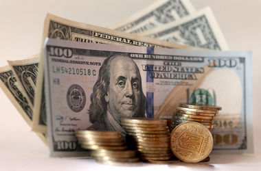 В Киеве парень пытался обменять фальшивые доллары