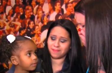 Мать разрыдалась, услышав сердце своего ребенка в груди девочки