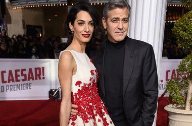 Джордж Клуни запретил жене приглашать стриптизера на день рождения