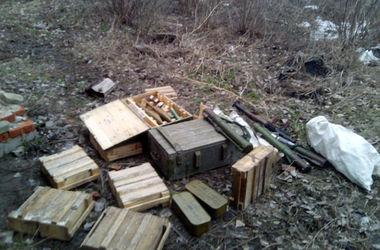 В Авдеевке обнаружен тайник с оружием, похищенным при захвате горотдела милиции