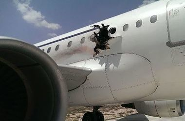 Пассажиры сняли на видео взорвавшийся в воздухе самолет А-321