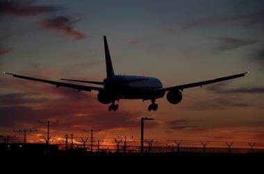 В Домодедово у самолета при разгоне загорелся двигатель