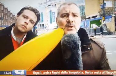 Журналист поколотил шутника отобранным у него бананом
