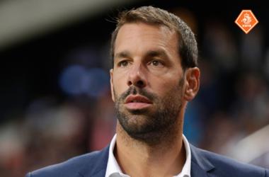 Рууд ван Нистелрой летом покинет тренерский штаб сборной Голландии