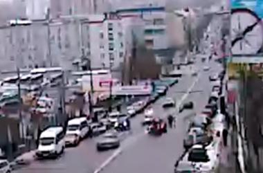 В Киеве у вокзала авто сбило двух пешеходов-нарушителей