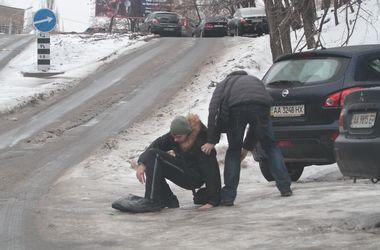 На кого подавать в суд за травму, полученную на заледенелом тротуаре