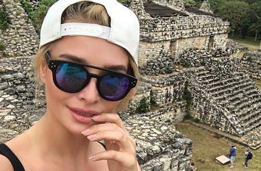 """Экс-""""ВИА Гра"""" оголила пышную грудь на развалинах города Майя (фото)"""