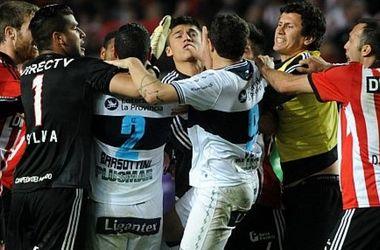 Двенадцать футболистов дисквалифицированы за драку в товарищеском матче