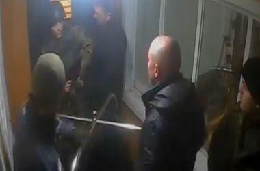 В сети появилось видео нападения на караул Одесской базы ВМС