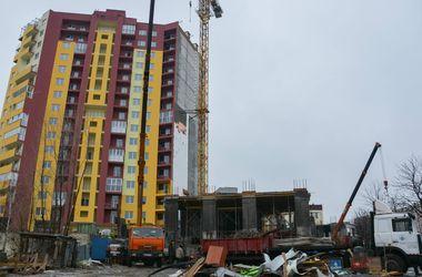 Как проходит демонтаж скандальной стройки на Борщаговке