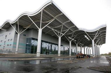 Из-за непогоды в Одесском аэропорту задерживают рейсы