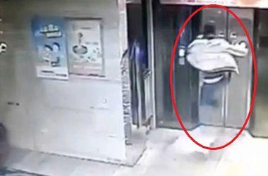 Моментальная карма: парень рухнул в шахту, только что сломанного им лифта