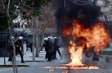 "В  Афинах митингующие атаковали полицейских ""коктейлями Молотова"""