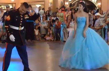 Невеста удивила гостей на своей свадьбе нелепыми танцами с отцом-военным