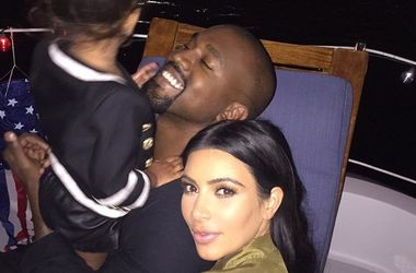<p>Ким Кардашьян с семьей Фото: Instagram</p>