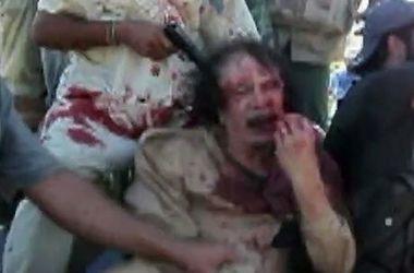 В Сети появилось новое видео кровавой казни Муаммара Каддафи (+18)