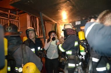 Во время пожара в Одессе два человека сгорели, 10 спасли