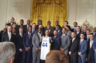 Барак Обама принял чемпионов НБА в Белом доме