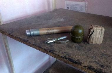 Житель Артемовска разгуливал по вокзалу с гранатой
