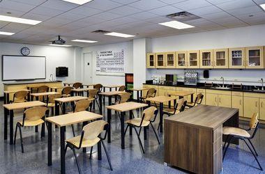 В США закрывают школы из-за таинственных надписей в туалете
