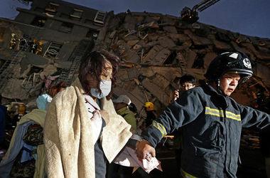 Число жертв мощного землетрясения на Тайване продолжает расти