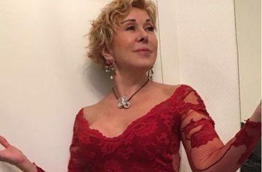 61-летняя Любовь Успенская в прозрачном платье произвела фурор на сцене