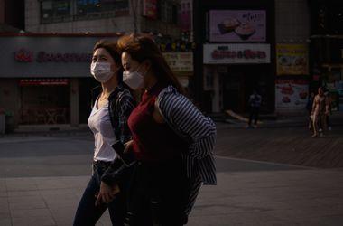 Пекин после новогодних фейерверков окутал ядовитый смог