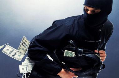 В Запорожье неизвестные, угрожая оружием, унесли кассу банка