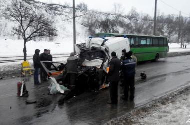 """В харьковских больницах остаются трое пострадавших в страшной аварии со """"скорой"""""""