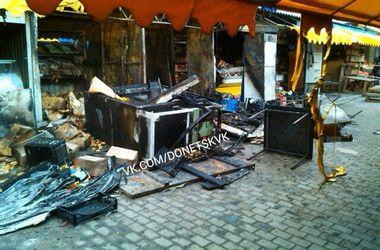 В Сети появились фото последствий пожара в центре Донецка