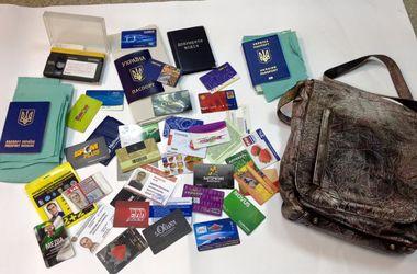 В Киеве пенсионер нашел документы, похищенные из машины борца с незаконными парковками