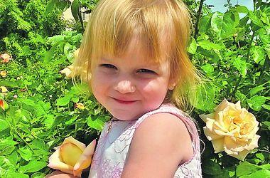 Улыбки киевских малышей: Эмилия обожает лошадей
