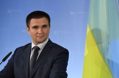 Нужно держать коалицию всего мира против России - Климкин