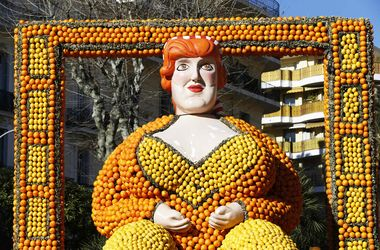 Желто-оранжевая феерия: во Франции сделали невероятные фигуры из цитрусовых
