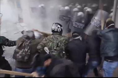 В Афинах протестующих фермеров разогнали слезоточивым газом