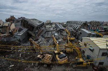Число жертв разрушительного землетрясения на Тайване продолжает расти