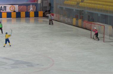 Украина в серии пенальти обыграла Японию и вышла в полуфинал ЧМ по хоккею с мячом