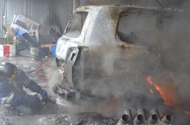 В Одессе произошел пожар на СТО: есть пострадавшие