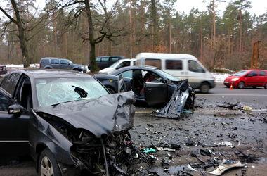 Смертельное ДТП на Гостомельской трассе: погибла женщина и маленький ребенок
