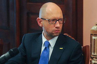 Яценюк потребовал от России снять запрет на въезд и перемещение украинских фур