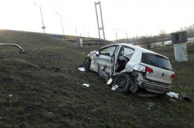 В Киеве машина упала с Южного моста