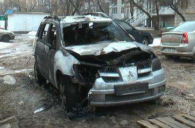 В Харькове сожгли внедорожник копа