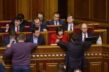 Если Порошенко хочет отставки Яценюка, он мог бы сам внести представление в Раду – Емец