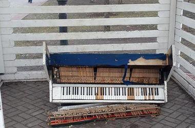 В киевском парке вандалы разбили уличное пианино